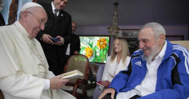 Mira El Regalo Que Hizo Fidel al Papa Francisco