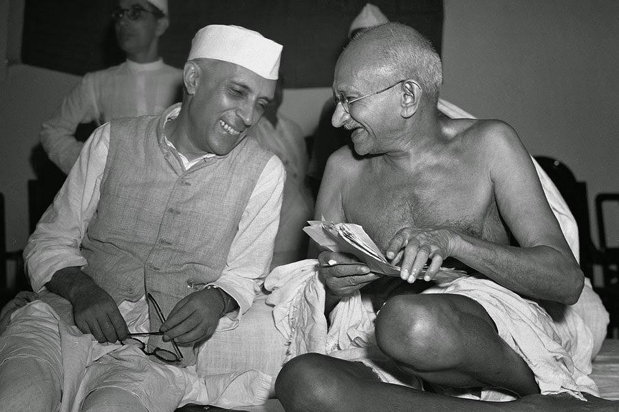La Brillante Respuesta de Gandhi a Un Profesor que Le Tenia Mala Voluntad